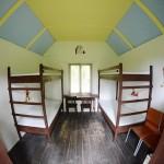 Nově zrekonstruované 4 lůžkové chaty, s novými matracemi.